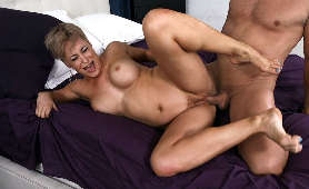 Cipka starszej pani ruchana na kanapie - Ryan Keely, Sex Hd