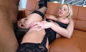 Darmowe porno ładnej blondynki z murzynem  - Katie Morgan, W Pończochach