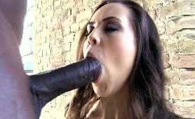 Słodko wyglądająca dziwka z Ukrainy uwielbia ssać wielkiego czarnego kutasa - Abrill Gerald, Sex Oralny