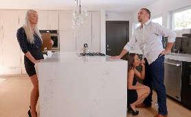 Żona obciąga mu kutasa podczas rozmowy z agentką nieruchomośći - Abigail Mac, Buty Na Wysokich Obcasach