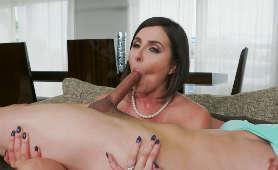 Mocno opalona dojrzała kobieta bierze do buzi - Helena Price, Sex Hd