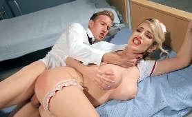 Romans i sex w szpitalu - Marica Chanelle, W Pończochach
