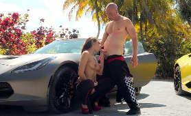 Latynoska blachara obciąga przy sportowym samochodzie - Katana Kombat, Sex Hd