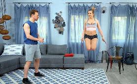 Dojrzała fitneska w tenisówkach i podkoszulku - Candy Alexa, Sex Hd