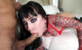 Seksowna brunetka zerżnięta w usta - Charlotte Sartre, Obroża