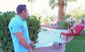 Gorąca dupa azjatki na leżaku przy basenie - Jade Kush, Długie Włosy