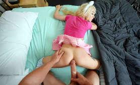 Duży kutas ledwo mieści się w jej ciasne małej dupie - Kenzie Reeves, Sex Hd