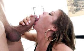 Biczuje ją mięsistym kutasem i dostaje loda - Alexis Fawx, Sex Hd