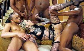 Przeruchana zbiorowo przez czarnych facetów - Leigh Raven, Naturalne Cycki