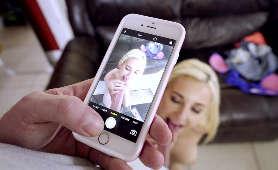 Blondynka została sfilmowana na smartfonie podczas ssania fiuta - Jade Amber, Sex Hd