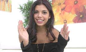 Napalona brazylijska nastolatka rozmawia z operatorem kamery - Gina Valentina, Brunetki