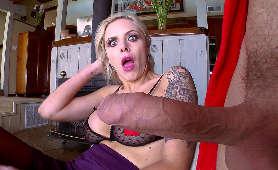 Kneblowanie ust masywnym kutasem podczas głebokiego gardła - Nina Elle, Sex Hd