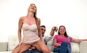 Blondynka podstępnie pieprzy się z mężem swojej siostry - Tylo Duran, Zdrada Kontrolowana