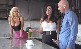 Blondynka i brunetka chcą pieprzyć łysego - Ariella Ferrera, Nicolette Shea, Sex Hd