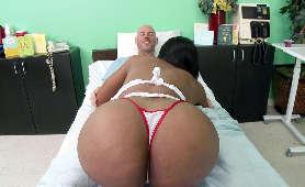 Pielęgniarka z dużą dupą robi loda pacjentowi - Codi Bryant, Sex Hd