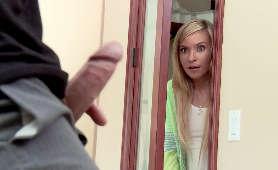 Darmowe porno włamuje się do jego domu i zaczyna dogłębnie obciągać - Kylie Nicole, Głębokie Gardło