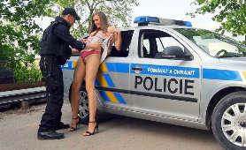 Oficer policyjny wylizał jej cipkę - Stacy Cruz, Sex Hd