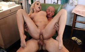 Filmy porno blondynki z ładnymi cyckami ruchanej na krześle - Christie Stevens, Sex Hd