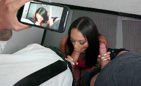 Sex film ssanie dwóch dużych fiutów w toalecie z nagrywaniem telefonem - Bethany Benz, Ukrainka