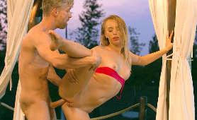Filmy erotyczne z seksem analnym z rosyjską blondynką - Kira Thorn, Na Stojąco