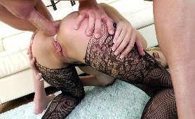 Porno laski, która zostaje zjebana na pieska jak suka - Mazzy Grace, Jeden Na Jednego