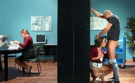 Brunetka w okularach obciąga kutasa w bibliotece - Adriana Chechik, Sex Oralny
