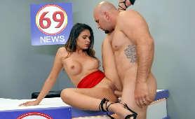 Ostry sex, mokra cipka i okrągłe cycki wyskakujące z jej bluzki - Katana Kombat, Jeden Na Jednego