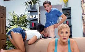 Sex oralny nastolatki przy mamuśce - Jeni Angel, Ryan Keely, Sex Oralny