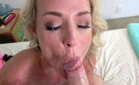 Sex filmy macochy pieprzonej w usta z wytryskiem spermy na twarz - Sydney Hail, Blondynki