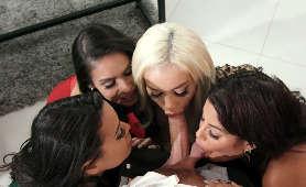 Grupowe obciąganie kutasa - Bridgette B, Katana Kombat, Luna Star, Victoria June, Sex Oralny