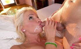 MILF Tiffany Rousso się pieprzy i dostaje spermę na twarz - Tiffany Rousso, Milf