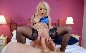 Filmy xxx gorącej i napalonej kobiety na dużym penisie - Petite Princess Eve, Pieprzenie Cipki