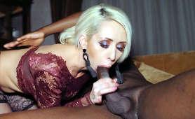 Darmowe klipy erotyczne mamuśki obciągającej murzynowi - Christina Shine, W Pończochach