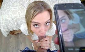 Ona mu obciąga a on nagrywa telefonem - Avery Cristy, Sex oralny