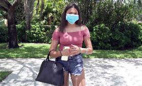 Seksowna mamuśka w maseczce - Michelle Anderson, Mamuśka