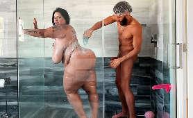 Sex z piękną, puszstą kobietą, właścicielką soczystego tyłka i ogromnych cycków  - Sofia Rose, Wielkie Piersi