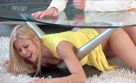 Blondynka wyruchana pod stołem - Alexis Fawx, Pieprzenie Cipki