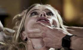 Filmy erotyczne blondynki pieprzonej w swoją cipkę i usta - Haley Reed, 1 Kobieta 2 Meżczyzn