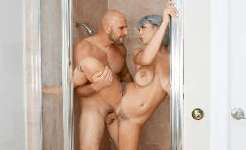 Ruchanie cipki na stojąco, pod prysznicem - Gabbie Carter, Naturalne Piersi