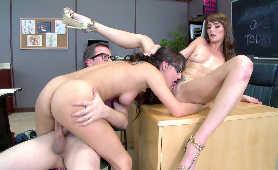 Erotyczny Filmik - Bianca Breeze, Charlotte Cross, Lizanie Cipki