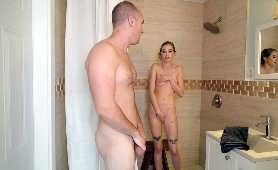 Obciąganie dużego penisa pod prysznicem - Haley Reed, Porno Hd