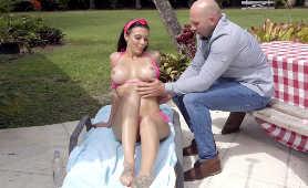 Doświadczona cycatka - Rachel Starr, Bikini