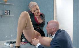 Film porno z kolegą z pracy - Ryan Keely, Lizanie Cipki
