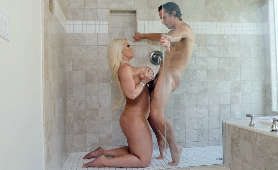 Porno pod prysznicem - Alura Jenson, Mamuśka