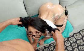 Okularnica obciąga na kolanach - Mandy Muse, W Koszulce Z Krótkim Rękawem
