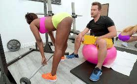 Uwodzi na siłowni - Skyler Nicole, Siłownia