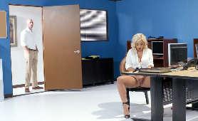 Seks z blondynką w biurze - Madelyn Monroe, Buty Na Wysokich Obcasach