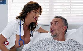 Sex Filmy Erotyczne w szpitalu z dojrzałą dupą - Alexis Fawx, Brunetki