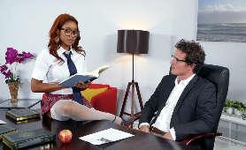 Uczennica, cichodajka uwodzi w biurze - Jenna J Foxx, Całowanie
