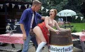 Sex tube za darmo! Ruchanie rudej na stojąco Oktoberfest - Ella Hughes, Buty Na Wysokich Obcasach